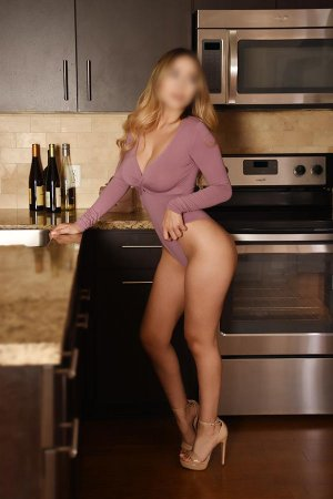 Melvina escort girls in Hanford CA